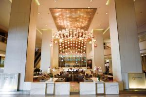 A restaurant or other place to eat at Pathumwan Princess Hotel