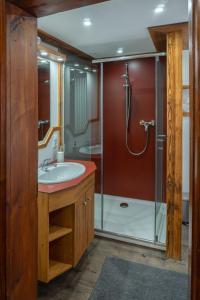 Ein Badezimmer in der Unterkunft Hotel Restaurant Alatsee