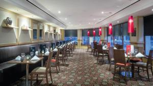 A restaurant or other place to eat at Riu Plaza The Gresham Dublin