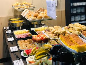 Breakfast options available to guests at Hotel Diplomat