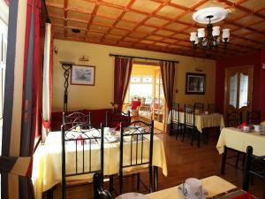 A restaurant or other place to eat at Gort na Mona Bed and Breakfast