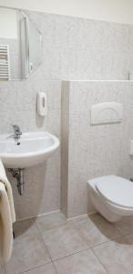 A bathroom at Penzion PIANO & Apartment PIANO
