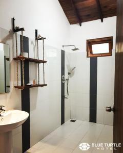 A bathroom at Blue Turtle Hotel