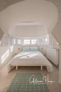 A bed or beds in a room at Hotel Villa La Tourelle