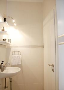 A bathroom at Inn66