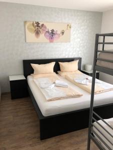 מיטה או מיטות בחדר ב-Hilda Apartments