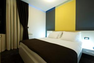 A bed or beds in a room at Hotel Soa