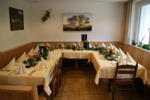 Ein Restaurant oder anderes Speiselokal in der Unterkunft Gasthof Pension Leitner