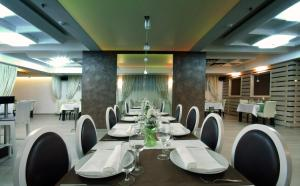 A restaurant or other place to eat at Hotel Soa