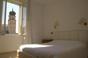 A bed or beds in a room at Hotel Venezia