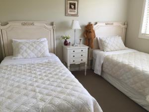 A bed or beds in a room at La Maison Verte
