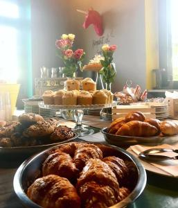 Breakfast options available to guests at Lako Hostel