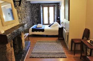 Un ou plusieurs lits dans un hébergement de l'établissement L'Auberge De Montpezat