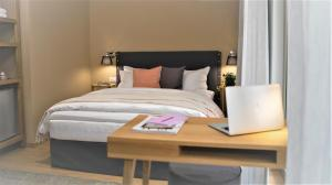 A bed or beds in a room at Mirivili Rooms & Suites