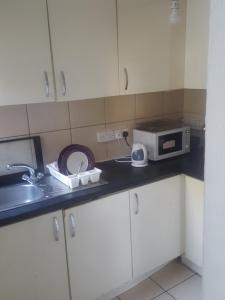 A kitchen or kitchenette at lordshiplane shared house
