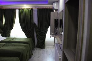 A bed or beds in a room at Kaya Madrid Hotel