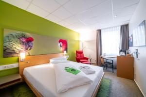 Ein Bett oder Betten in einem Zimmer der Unterkunft Anders Hotel Walsrode