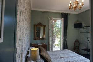 A bed or beds in a room at Le Ponteil
