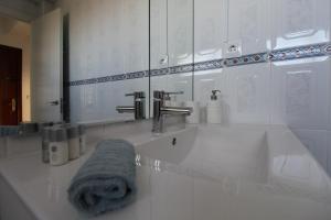 A bathroom at 1st LINE BEACH APARTMENT Aloha Sun Benalmádena