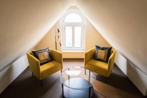 Ein Sitzbereich in der Unterkunft Johanniterhaus Wittenberg