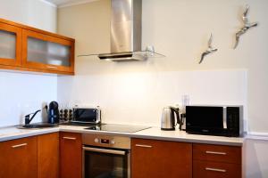 Kuchnia lub aneks kuchenny w obiekcie City Art Apartamenty w Rezydencji Maritimo