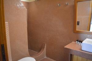 Salle de bains dans l'établissement Anemomilos Suites