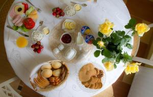 Breakfast options available to guests at Willa Halina