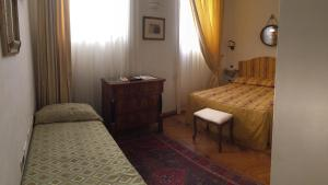 A bed or beds in a room at Al Teatro