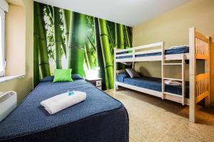 A bunk bed or bunk beds in a room at Hostal Escala Luna
