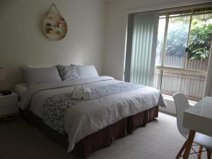 A bed or beds in a room at Horsham Central Stay