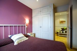 A bed or beds in a room at Viviendas Turísticas Palacio Real