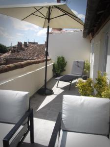 A balcony or terrace at Hôtel Restaurant le Saint Marc
