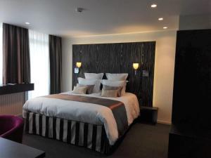 Een bed of bedden in een kamer bij Hotel Royal