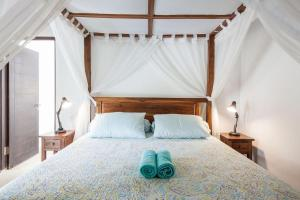 A bed or beds in a room at Apart Villa Sunbird