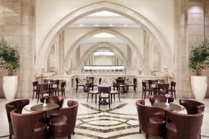 A restaurant or other place to eat at Makkah Clock Royal Tower, A Fairmont Hotel