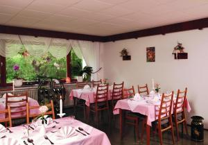 A restaurant or other place to eat at Pension Burk