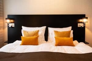 A bed or beds in a room at Best Western Plus Time Hotel