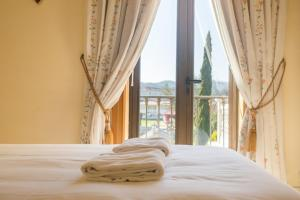 A bed or beds in a room at Hostal Albergue Villa San Clemente