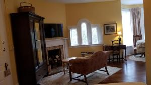 A seating area at C.W. Worth House Bed and Breakfast