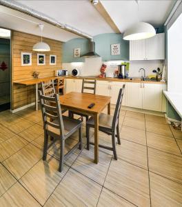 Кухня или мини-кухня в Woman Hostel