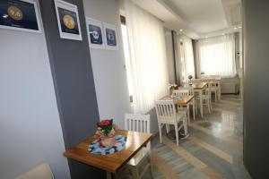 Ресторан / где поесть в Away Hotel