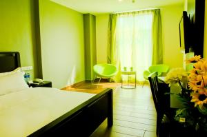 Cama o camas de una habitación en Crossroads Hotel