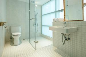 A bathroom at Norden Ruder Hostel Taichung
