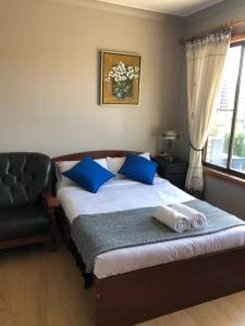 A bed or beds in a room at Classical 1bedroom Studio*Close to airport&CBD