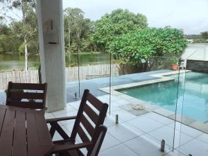 The swimming pool at or near 16 Meridien Avenue 别墅