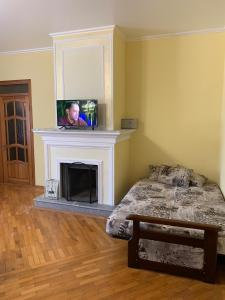 A television and/or entertainment centre at Гостевой дом GOLD