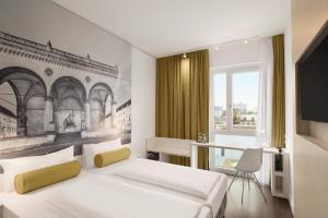 A bed or beds in a room at Super 8 by Wyndham Hamburg Mitte