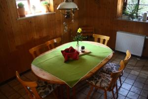 Ein Restaurant oder anderes Speiselokal in der Unterkunft Ferienhaus Schilling
