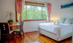 A bed or beds in a room at Bright&Spacious Home with hotel grade cleanliness.