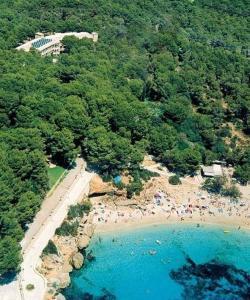 A bird's-eye view of Hotel Cala Gat
